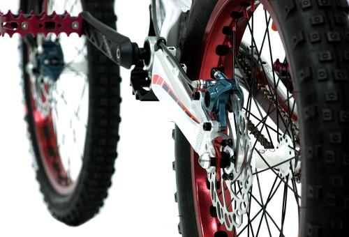 bicicleta-trial-221K-nordic-monty-pinza-posterior