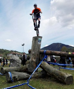 Ion Areitio en en ación en el campeonato de Trial de Gipuzkoa